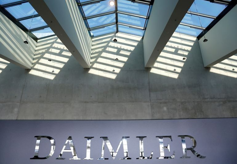 Daimler awards 1,000 euro 'corona bonus' to German employees