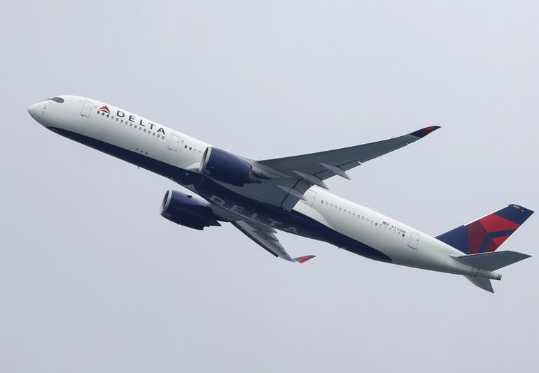 Delta Air expects daily cash burn of up to $14 million in fourth quarter
