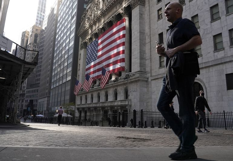 Futures ease as Sino-U.S. tensions heat up, fiscal deal awaited