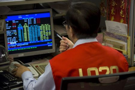 Asian Stocks Mixed Over Vaccines, U.S. Stimulus Measures Uncertainty