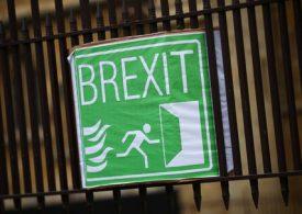 Pound Cuts Gains as EU's Barnier Hits Pause on Talks