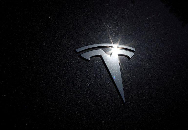 Tesla shares set to start 2021 at record high