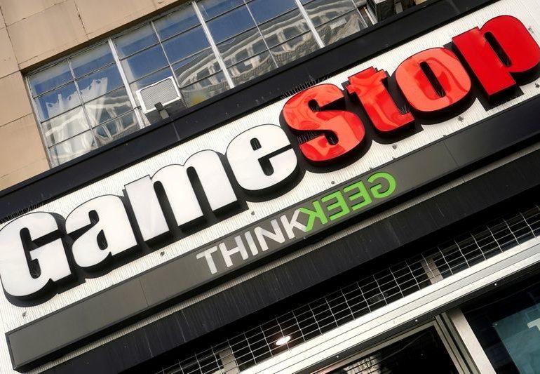 GameStop finance head to resign