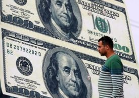 Dollar Makes Small Gains With Higher U.S. Treasury Yields