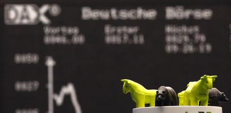 European Stock Futures Mixed; Deutsche Bank Swings to Profit