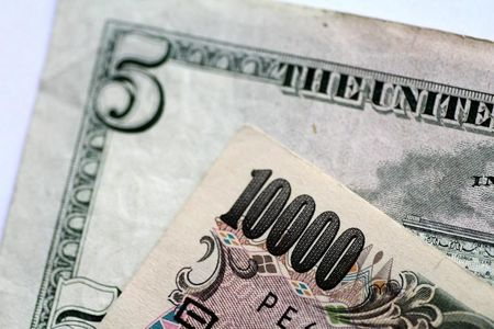 Dollar Down but Reaches One-Year High Against Yen as Inflation Fears Rise