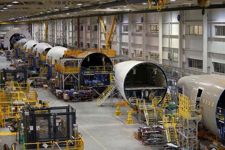 Hexcel Falls as Goldman Cuts to Sell on Industry Headwinds