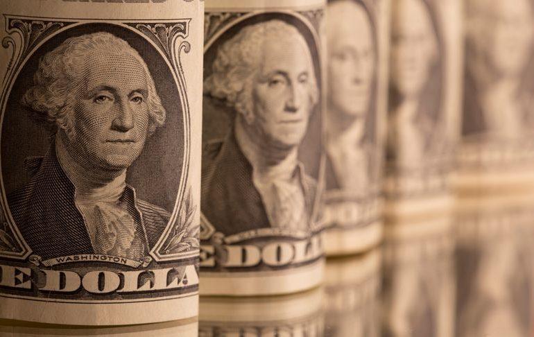 Dollar holds advantage on economic optimism, euro looks vulnerable
