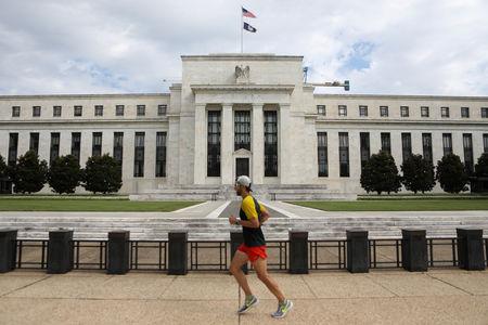 Former Bond King Short U.S. Bonds, Sees 'Operation Twist' in Fed's Future