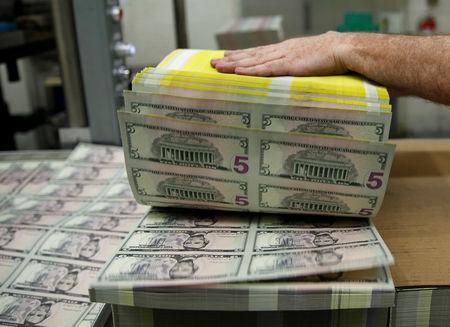 Dollar Gains at End of Weak Week; Euro and Sterling Lower