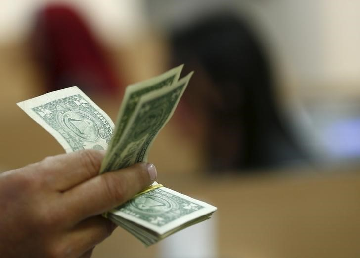 Dollar Down, But Holds Near Multi-Month High Over U.S. Recovery Hopes By Investing.com