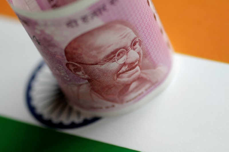 Rupee Tumbles on Worries RBI's Bond Plan May Add to Money Glut