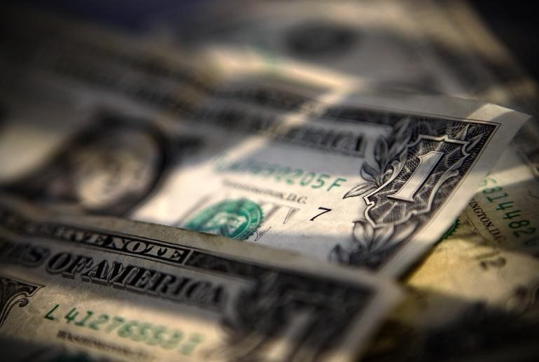 Dollar Down, as U.S. Yields Fall, Bets on Fed Tightening Slide By Investing.com