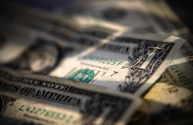 Dollar Down, as U.S. Yields Fall, Bets on Fed Tightening Slide