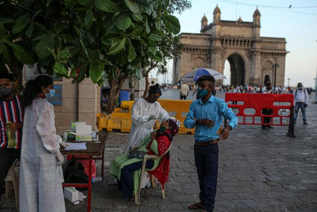 India's Central Bank Holds Rate as Virus Surge Risks Recovery