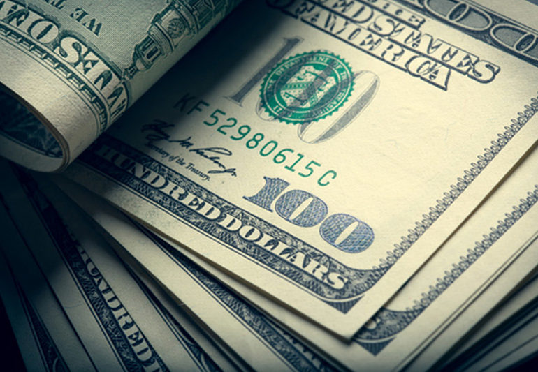 Dollar Edges Higher; Fed Minutes in Focus By Investing.com
