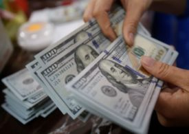 Dollar Up, Boosted by Plunge in Chinese Shares and Caution Ahead of Fed Decision By Investing.com