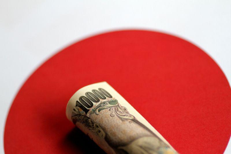 Japan's yen set to suffer a while longer as BOJ baulks at tapering