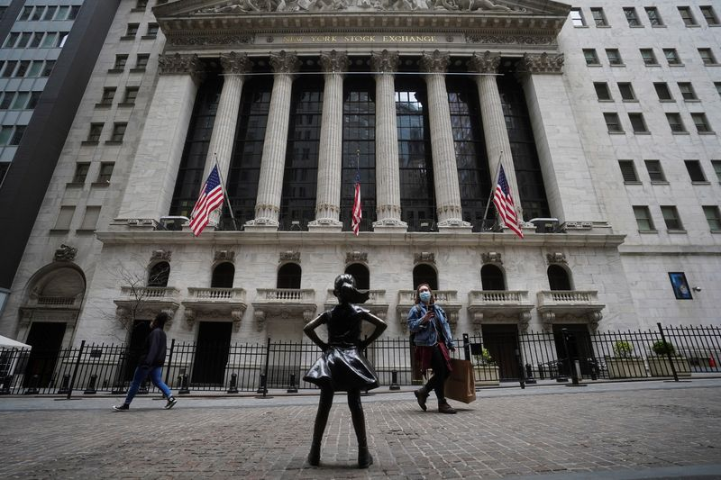 S&P closes nominally lower as investors wait for a catalyst